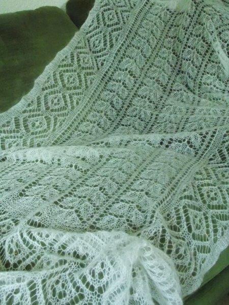 TE KOOP: Mooie wol zijde bruidssjaal