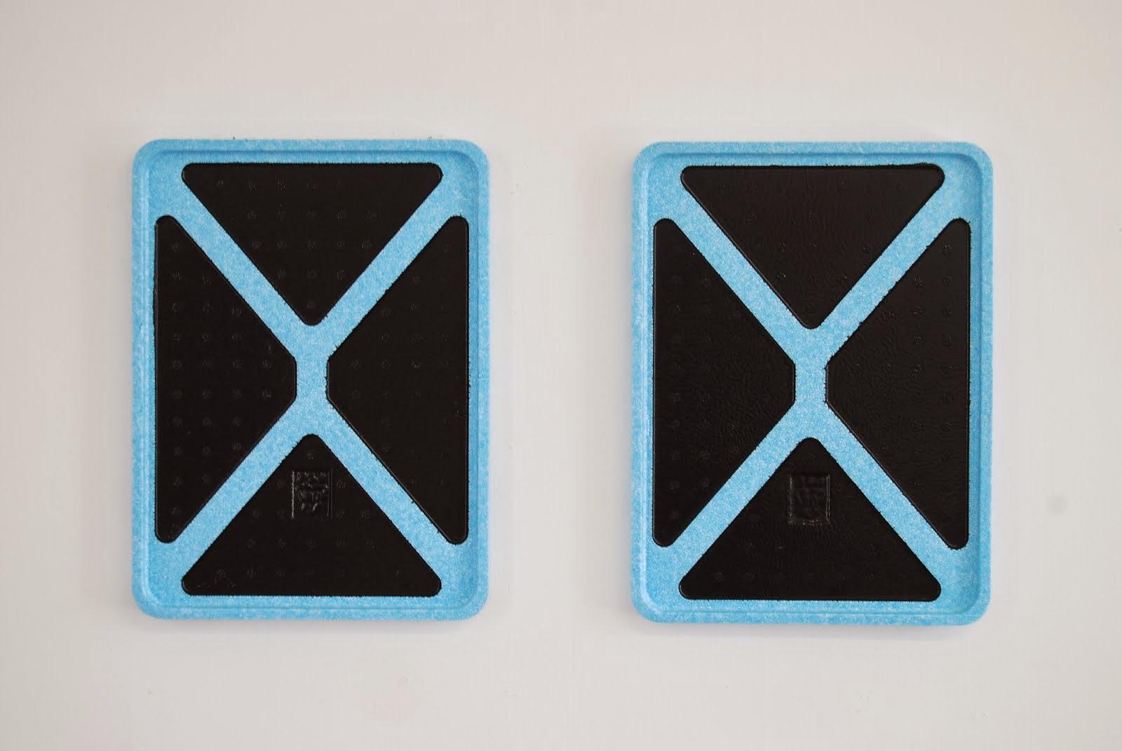 anthony bodin Daurade x 2, 2013, peinture glycérophtalique noire sur polystyrène, 40 x 30 cm chaque