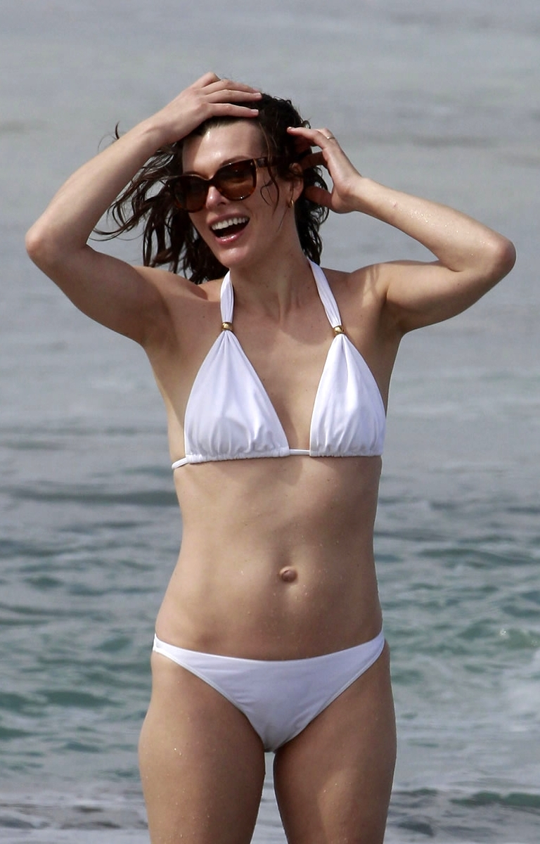 Nahaufnahmen - Stars im Fokus: Milla Jovovich im Bikini