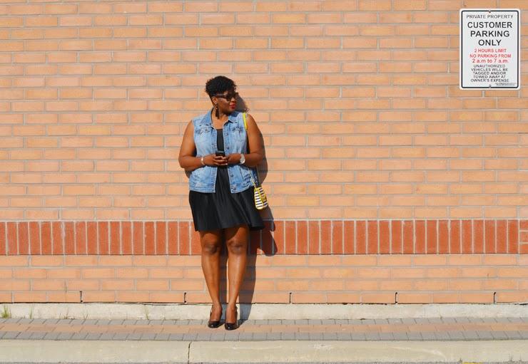 How to wear a sleeveless denim vest: plus size fashion