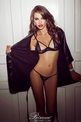 Nicole Meyer lenceria hot