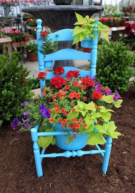 Taman mini dari kursi bekas