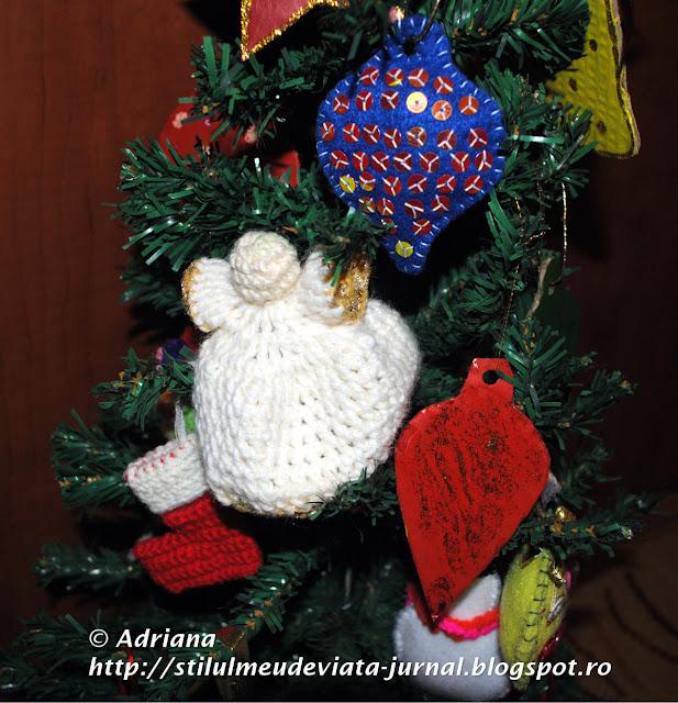 bradut cu decoratiuni handmade