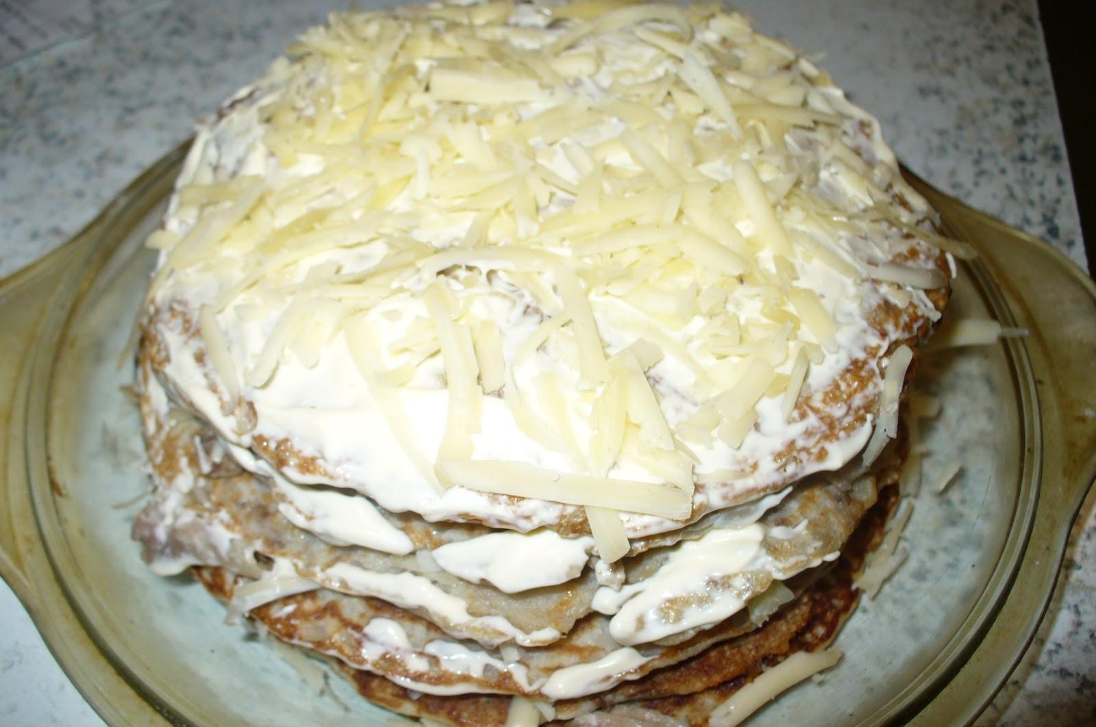 блинчатый пирог перед запеканием