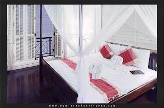سرير باللون الابيض والاحمر