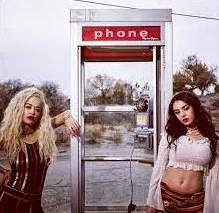 Charli XCX e Rita Ora lançam clipe de parceria