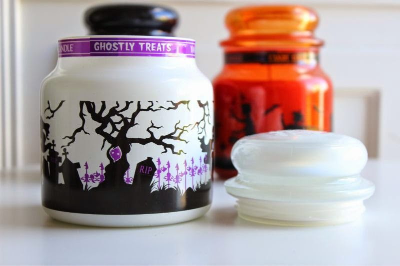 Yankee Ghostly Treats Candle