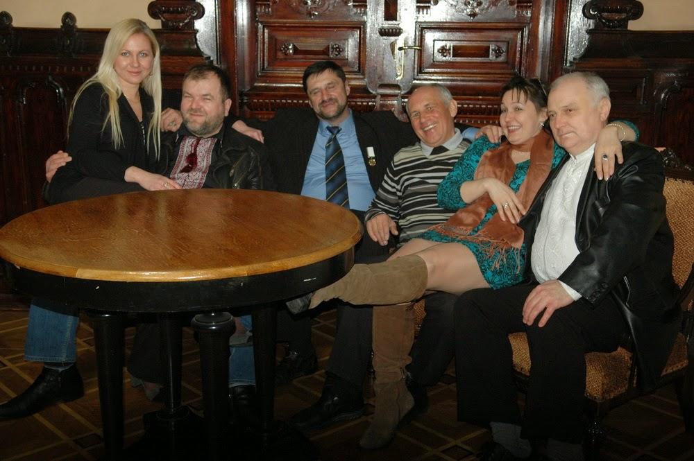 Фото Виталия Бабенко: писатель Сергей Пономаренко с друзьями