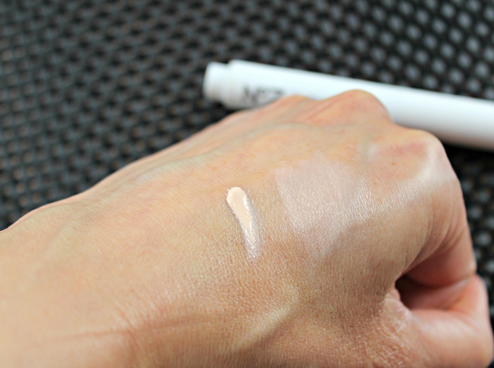 A picture of the No7 Instant Radiance Concealer Shade II