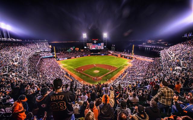 Estadio de Baisbol en la Noche Ciudad de San Francisco California