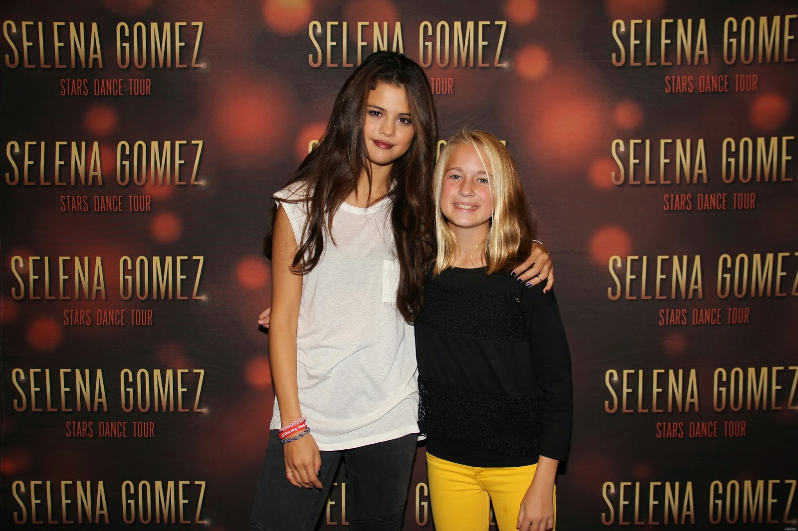 Selena gomez style stars dance world tour meet greet fairfax stars dance world tour meet greet fairfax virginia oct 10 2013 m4hsunfo