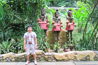 African statues in Jurong Bird Park