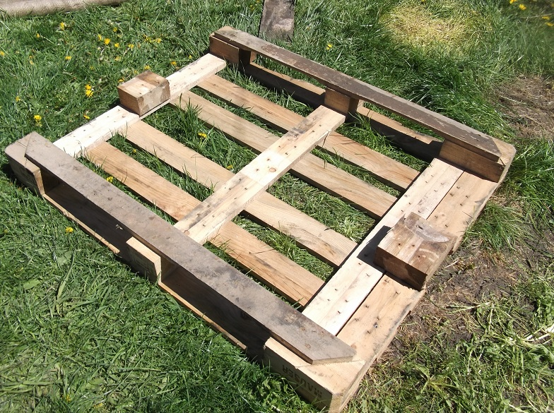 Southern ontario urban permaculture recycled pallet planters for Recycle pallets as garden planters