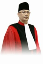Akil Mochtar Ketua MK Ditangkap KPK