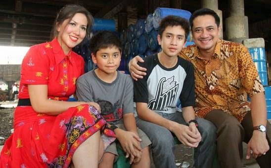 Foto Verrell Bramasta dan Keluarga