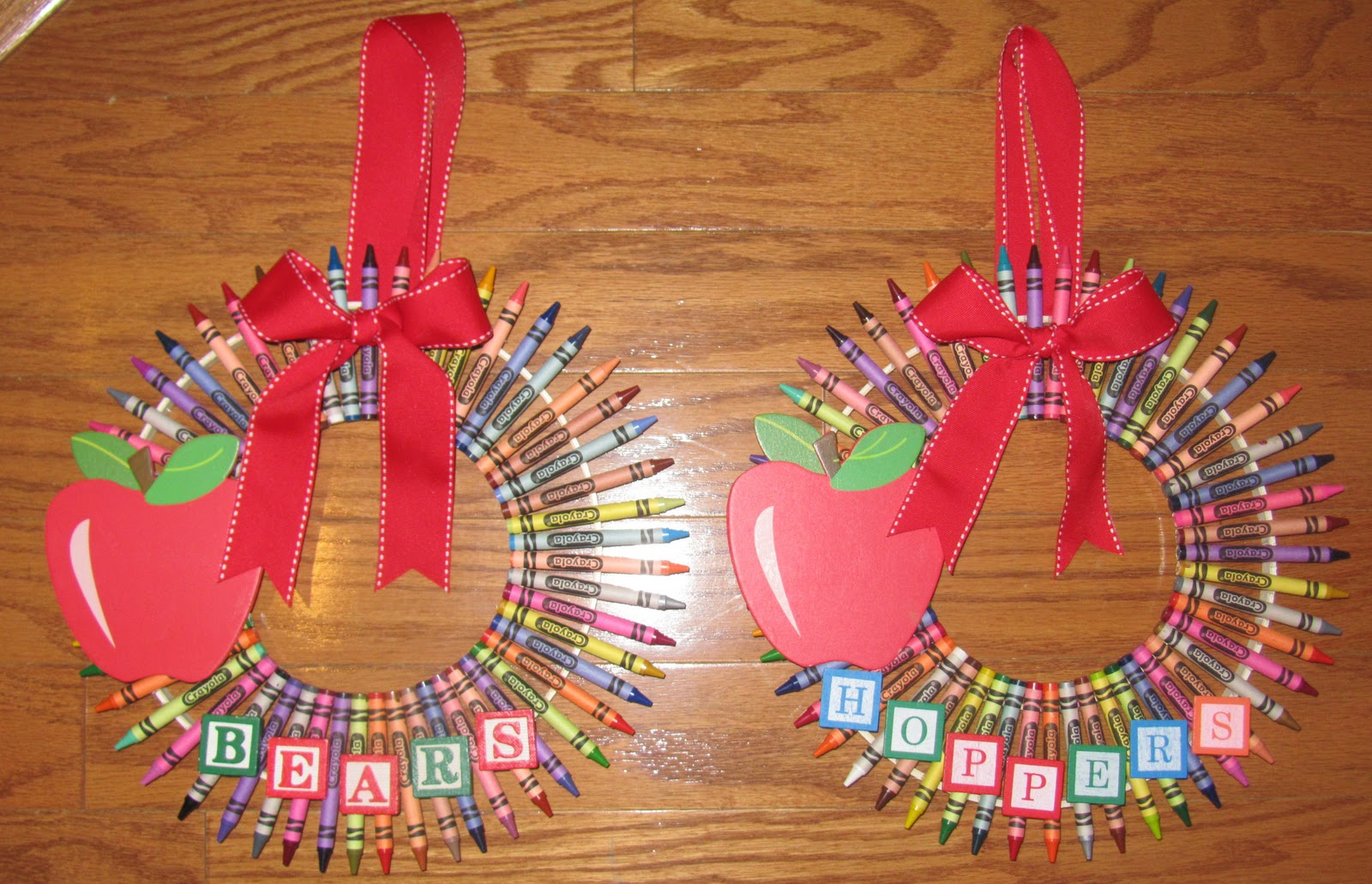 Stuff Your Mom Didnt Make Crayon Wreaths