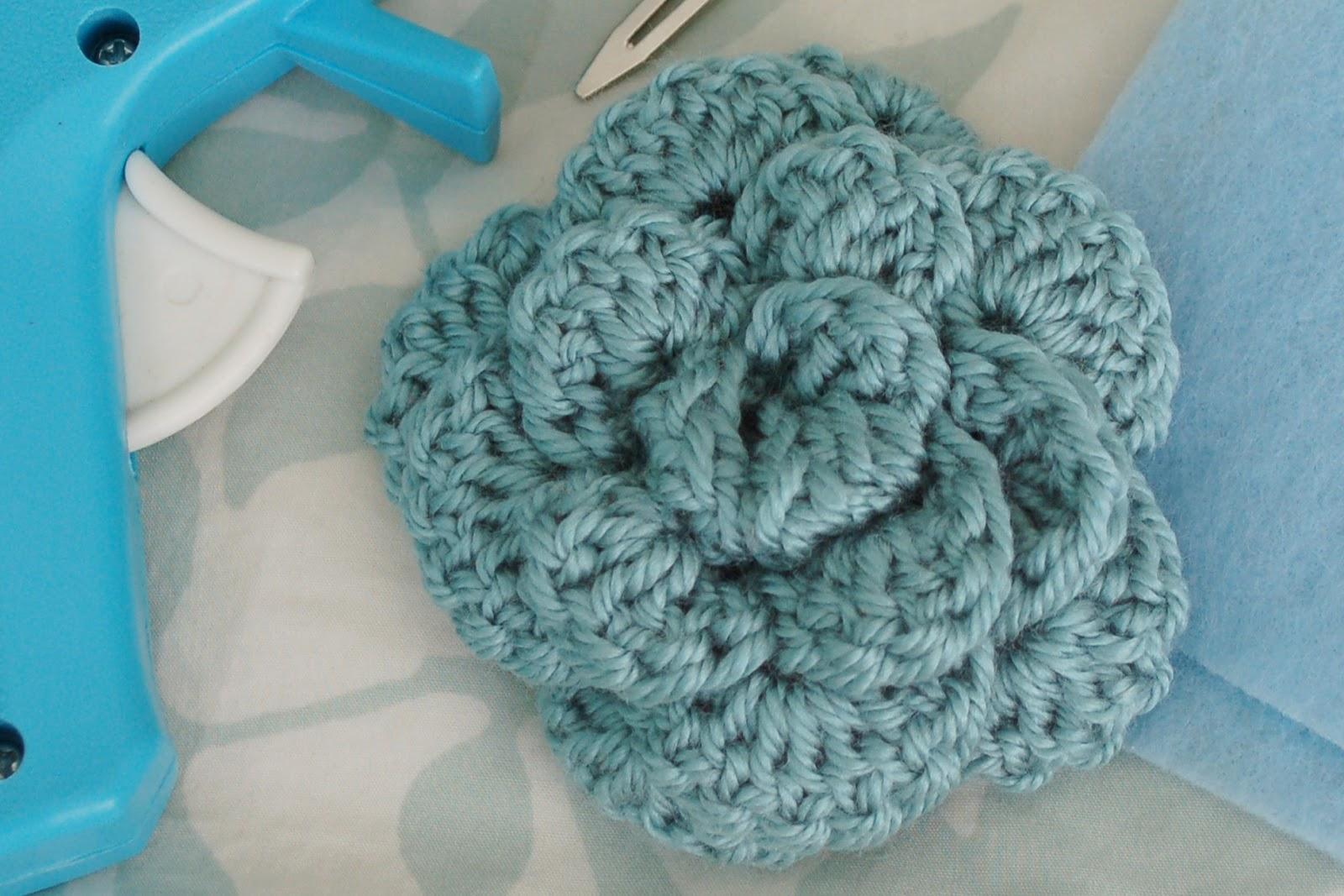 Crochet Rose Pattern No Sew : Alli Crafts: Free Pattern: No-sew Rose, Large