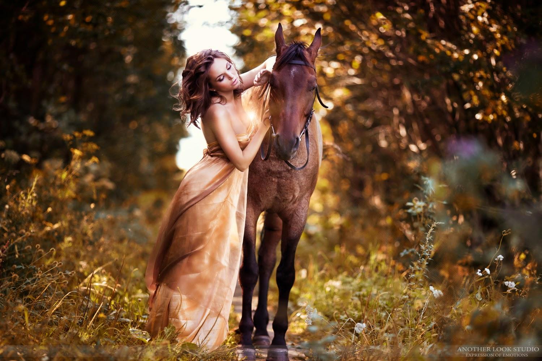 Фотосессия в тканях с лошадьми