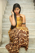 Actress Shalini latest glam pics-thumbnail-7