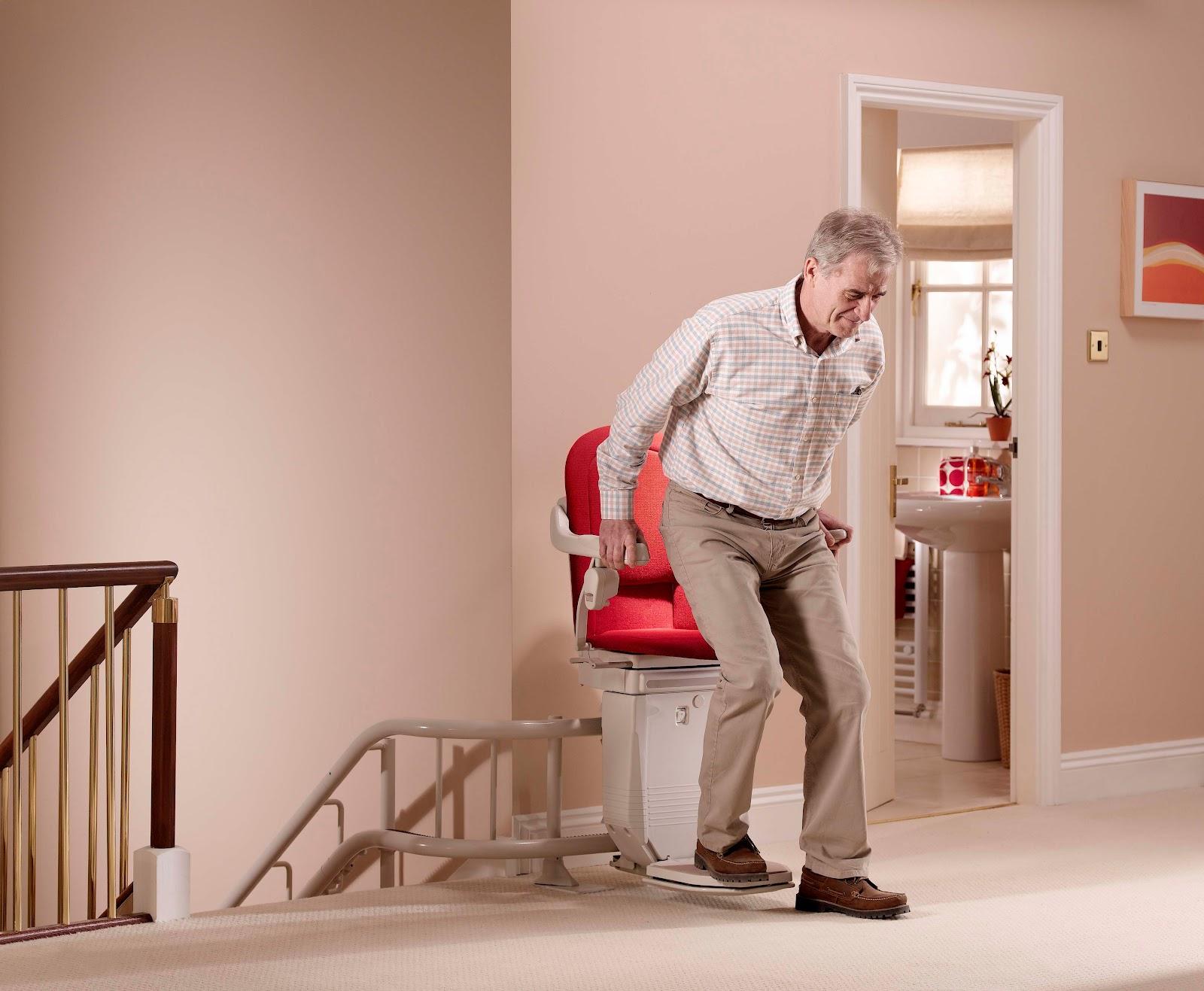 pourquoi laisser votre maison quand vous pouvez installer un monte escalier fr blog. Black Bedroom Furniture Sets. Home Design Ideas