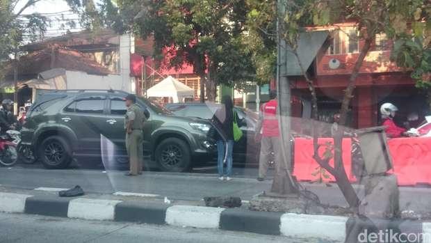Patut di Contoh, Mobil TNI Bintang Satu Ini Pilih Kena Macet Dengan Pengendara ainnya