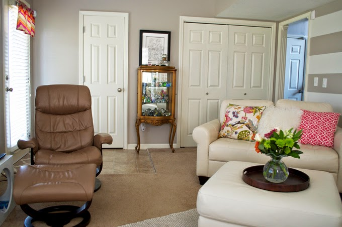 leather-furniture-white-ottoman