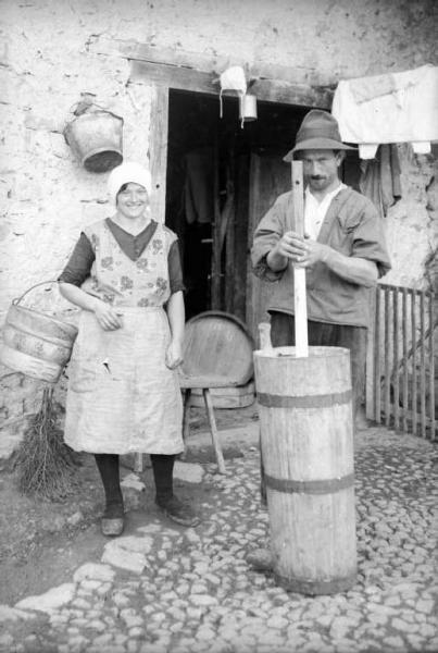 Storia e storie di donne e uomini for Cortile della campagna francese