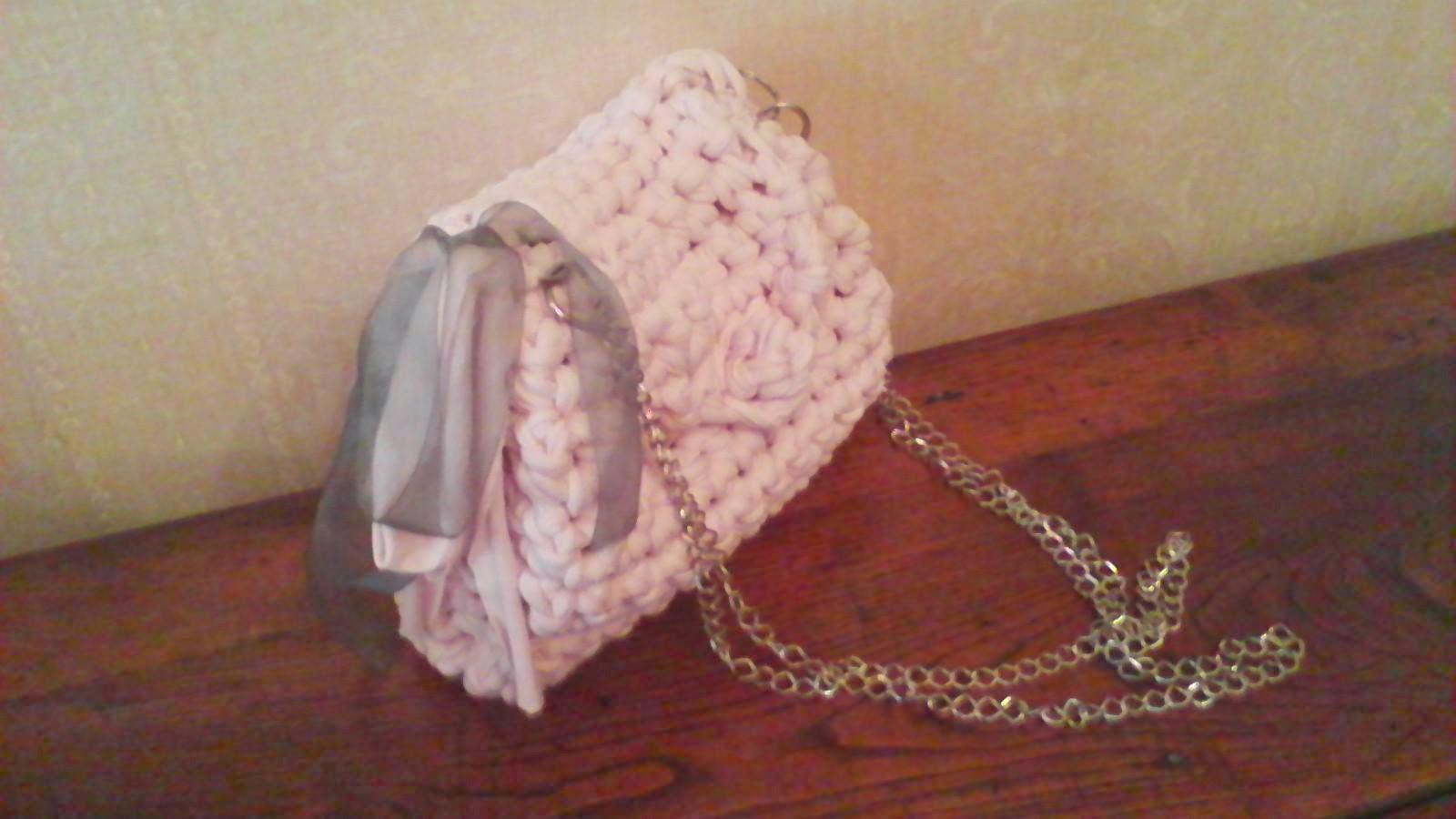 Bolso rosa con doble cadena