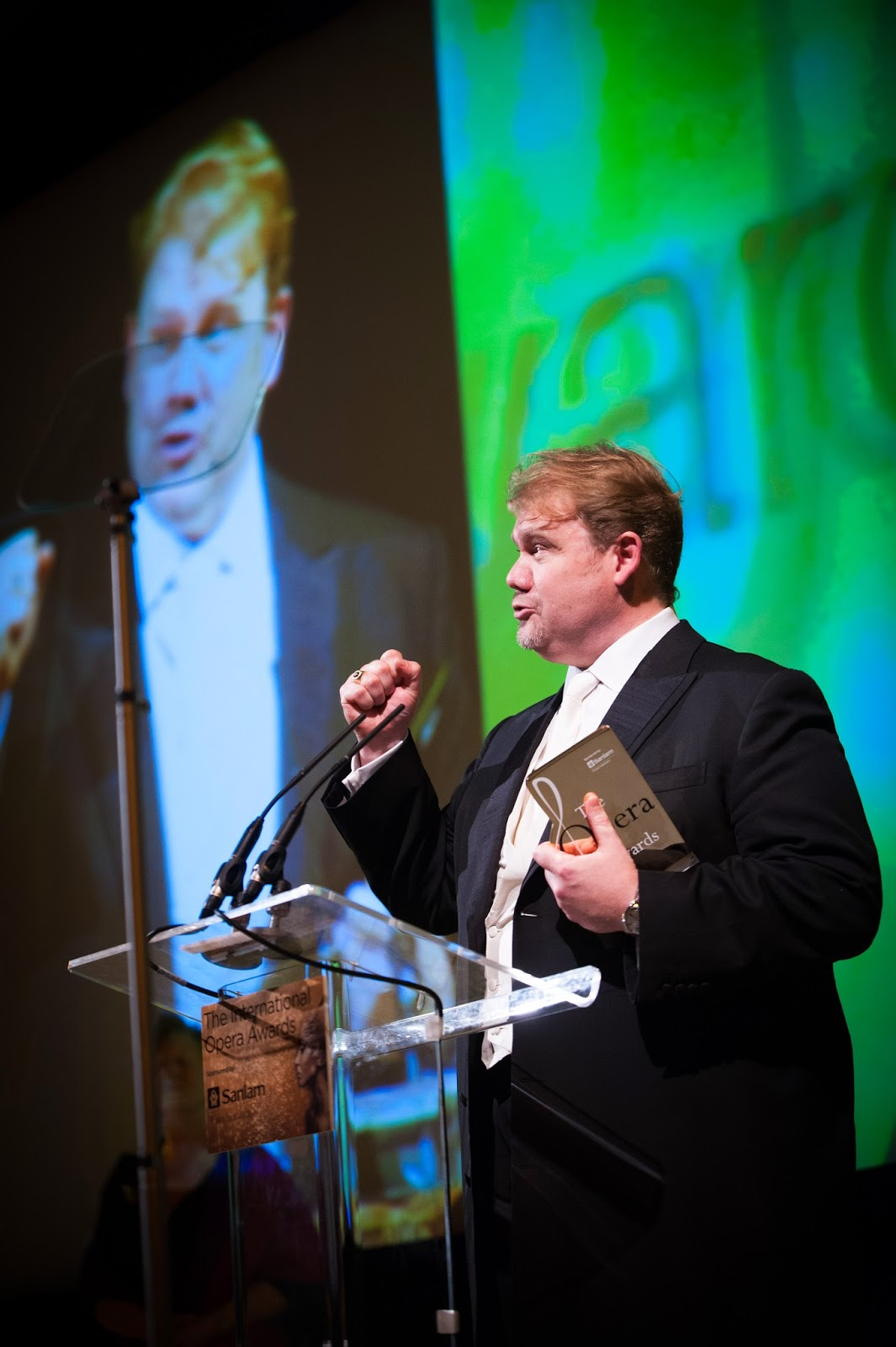 Stuart Skelton receiving award for Male Singer at the Opera Awards: credit Jim Winslet