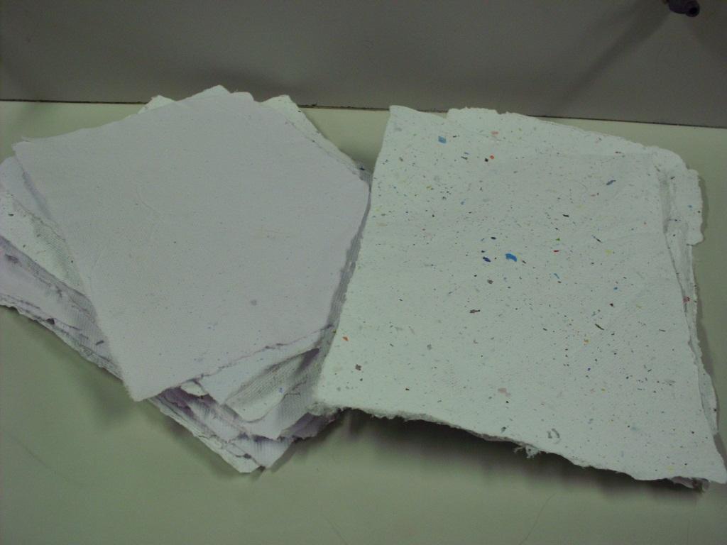 Arteando oficina de papel reciclado for Papel para oficina