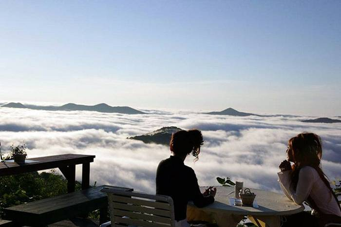 Located in Japan's Tomamu Resort,  on the island of Hokkaido, the Unkai Terrace is a unique scenic spot perched high atop a mountain peak that is often above the clouds, offering tourists breathtaking views of the white, fluffy sea beneath them.