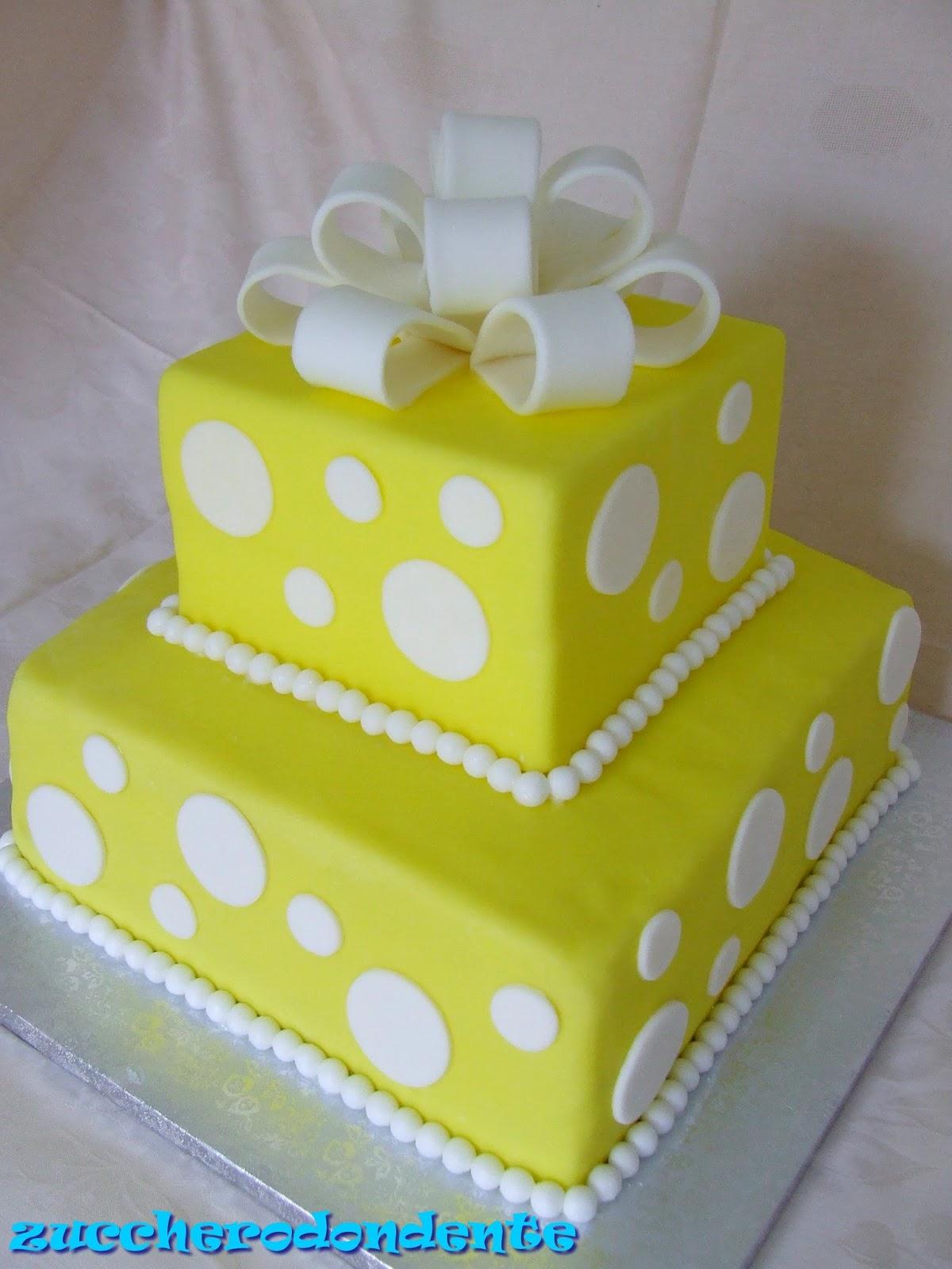 Zuccherofondente torta gialla quadrata for 2500 piani quadrati di 2 piani