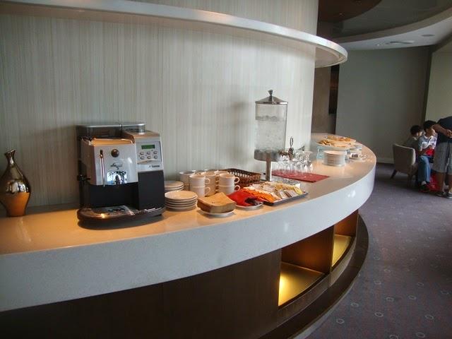 F1 HOTEL MANILA PREMIER LOUNGE, HOTEL SNACKS,