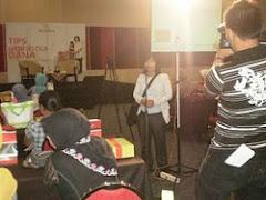 pidato pada kegiatan seminar mengelola dana bagi 300 wanita di bandung
