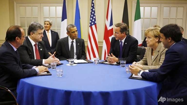 Các nhà lãnh đạo của NATO nhóm họp cùng sự tham gia của Tổng thống Ukraine Petro Poroshenko. Ảnh: AP