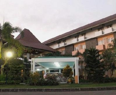 University Hotel Jogja Beralamat Di Jalan Adisucipto KM 10 Atau Jl Anggrek Nomor 137D Sambilegi KecMaguwoharjo Depok Bandara Yogyakarta Dengan 79