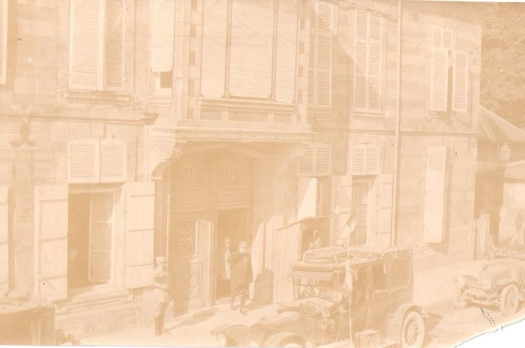l'estafette Gustave HAUTEBERT, fils d'Auguste HAUTEBERT avec le Gal JOFFRE et le Gal HUMBERT