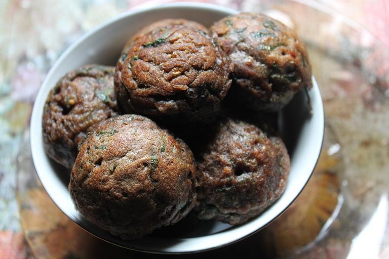 Ragi Kara Paniyaram Recipe / Fingermillet & Spinach Kuzhi Paniyaram Recipe