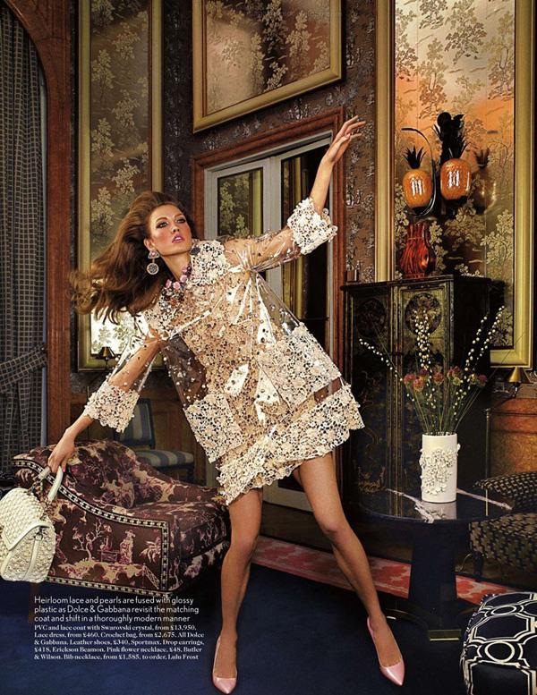 Karlie Kloss by Mario Testino for Vogue UK