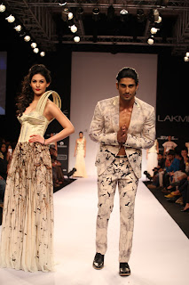 Amyra Dastur walks the Ramp in lovely Cream Colored Gown Spicy Pics