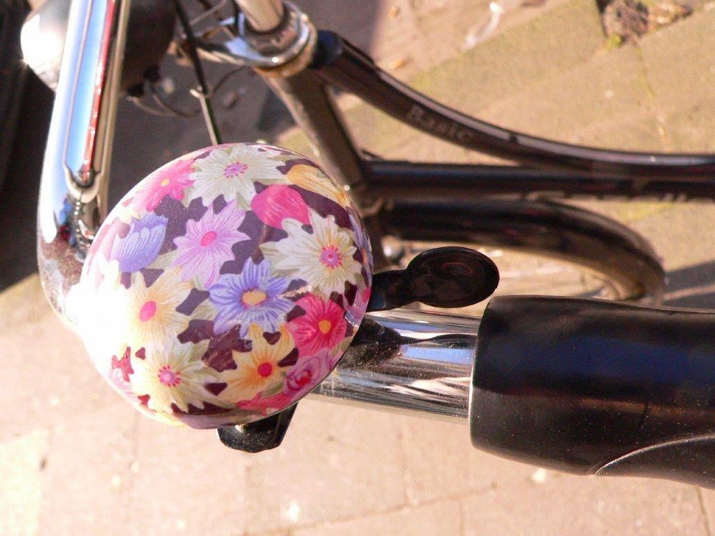 Fahrrad Köln Blogparade Rad radeln fietsen Fahrradklingel Blumen