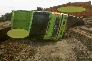 Gambar Insident 2 Dumptruck | Blog Mas Dory