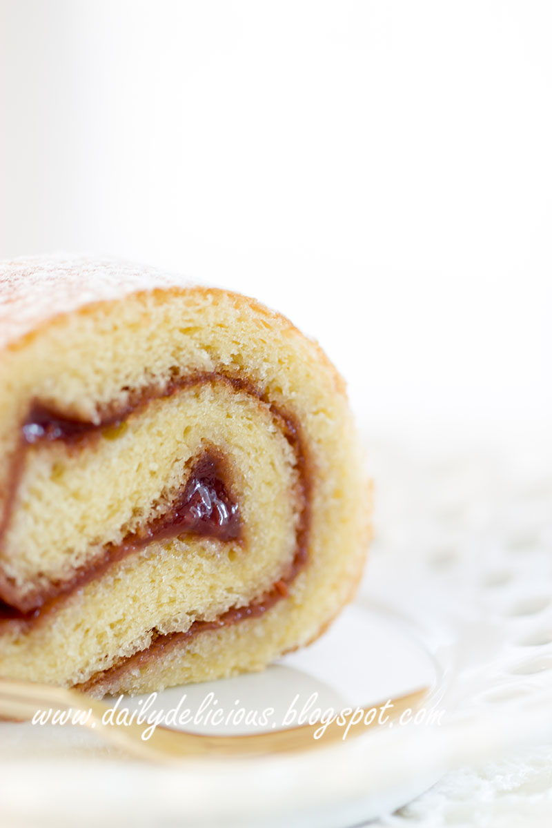 Easy Vanilla Roll Cake Recipe