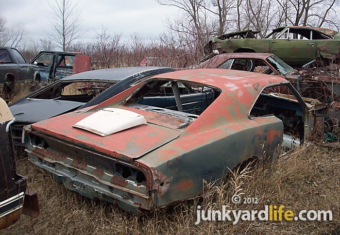 junkyard life classic cars muscle cars barn finds hot rods and part news b body mopar mania. Black Bedroom Furniture Sets. Home Design Ideas