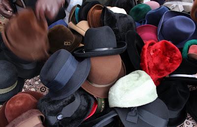 Vossenplein, flea market, flea market Brussels, Place du Jeu de Balle, Marollen, Marolles, thrifting Brussels, vintage Brussels, vlooienmarkt, tweedehands Brussel, vintage hat, handmade hat, handmate hat Brussels, cheap hat