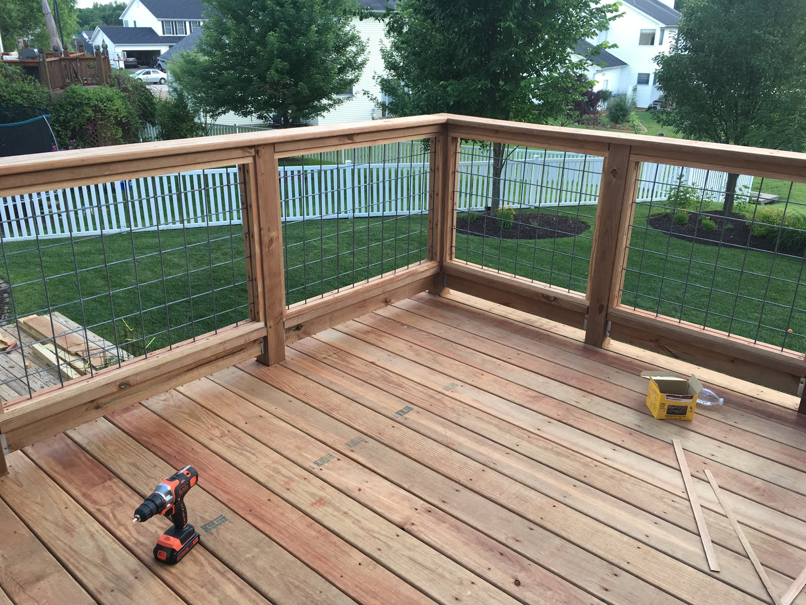 Hog panel deck railing