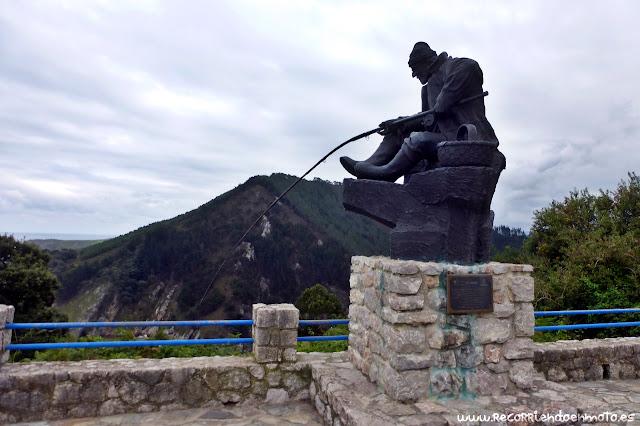 Monumento al pescador de Pechón