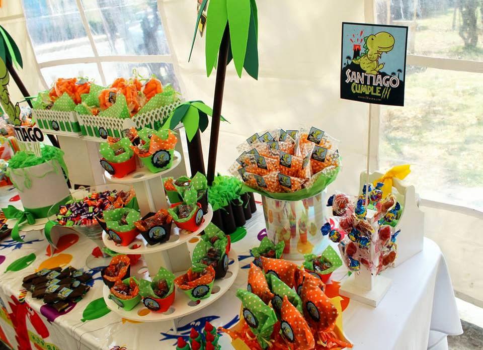 mesa de dulces dinosaurio