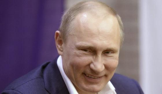 la-proxima-guerra-vladimir-putin-riendo-contento-alegre-rusia-militarista-que-vuelve