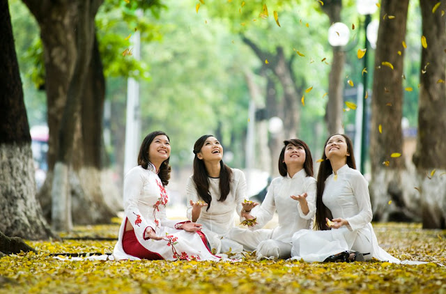 Vietnamese girls sitting